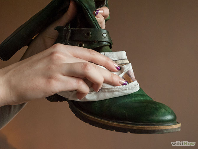 Cara Merawat Sepatu Sesuai Jenis Bahan Yogya  36163a7885