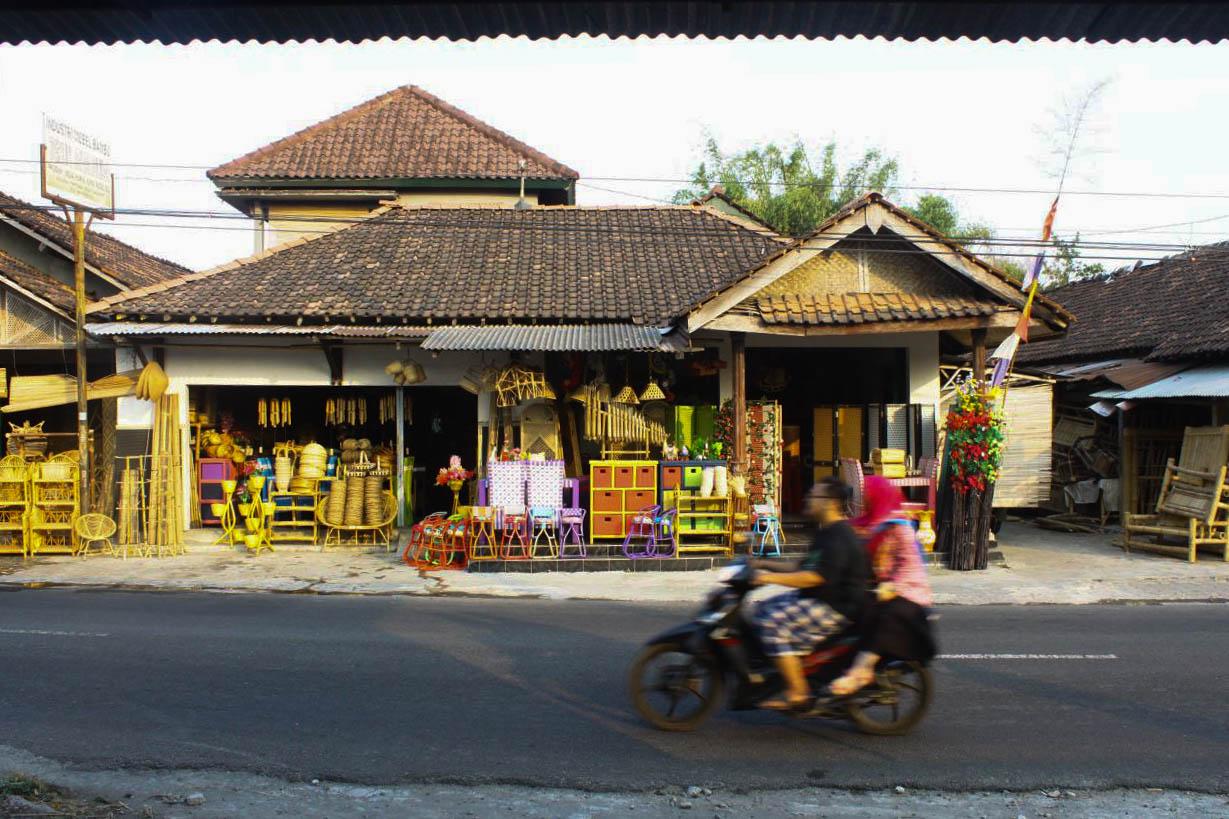 Jalan-jalan Mengintip Pembuatan Kerajinan Bambu Di Desa ...