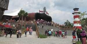 Berenang Asyik Hadiah Fantastik New Grand Levina di Jogja Bay Waterpark