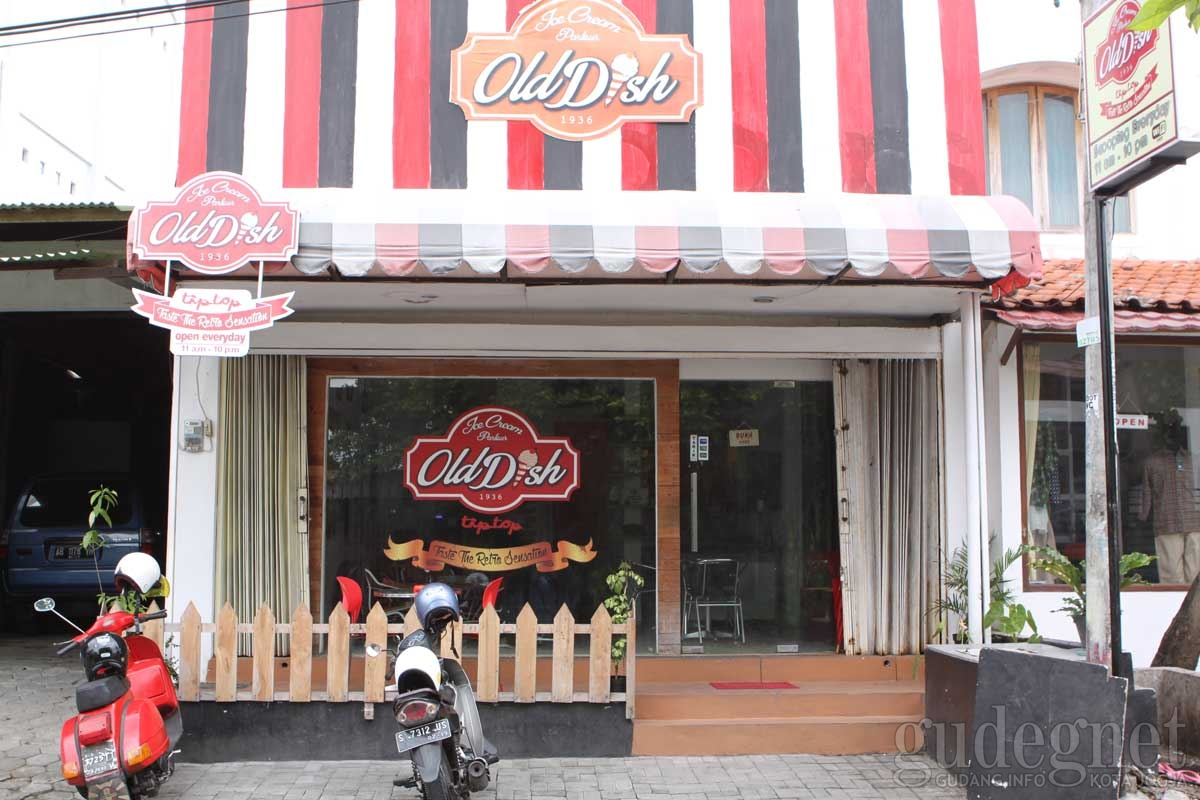 Ice Cream Parlour Old Dish Tip Top