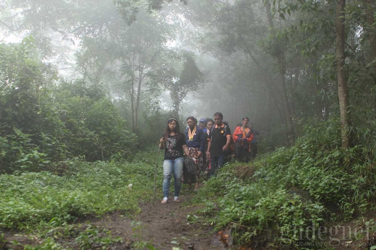 Upacara Labuhan Parangkusumo dan Gunung Merapi Yogya