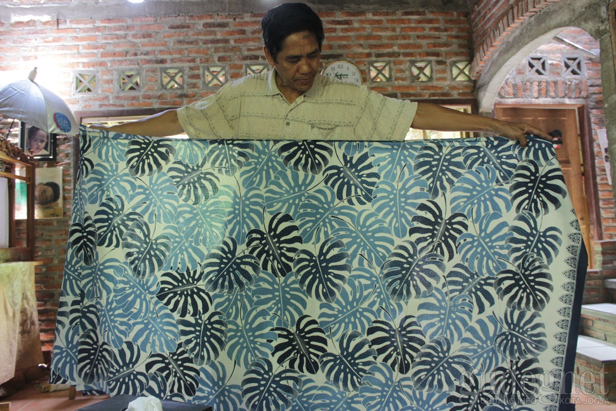 Batik Jolawe (Batik dengan pewarna alami)