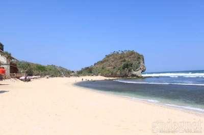 Pantai Indrayanti Yogyakarta (Pantai Pulang Sawal)