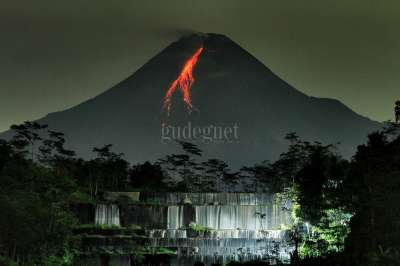 Lava Pijar Gunung Merapi Watu Purbo