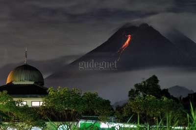 Lava Pijar Gunung Merapi Pakembinangun