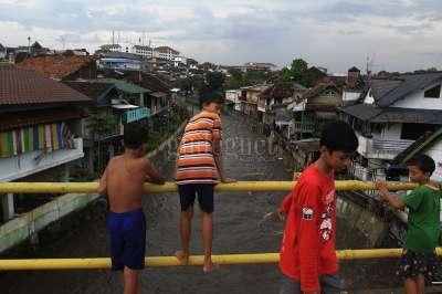 Bermain di Jembatan