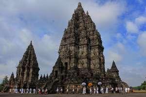 Pradaksina Nyepi di Candi Prambanan