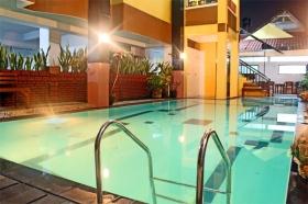 Kolam renang untuk menjaga kesegaran tubuh selama Anda ada di Yogya