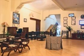 Lobi Hotel Grha Somaya yang elegan, berkelas dan artistik