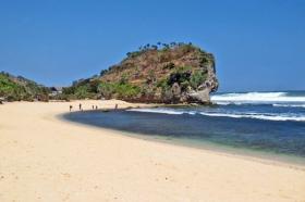 Pantai Indrayanti, salah satu pantai baru yang menarik di Yogya