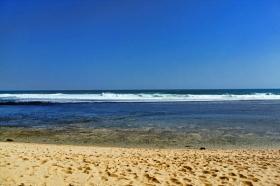 Pantai Sundak yang tenang dan sepi di Gunung Kidul, Yogyakarta
