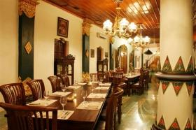 Suasana yang nyaman dan hangat di Sekar Kedhaton restaurant