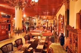 Sekar Kedhaton Restaurant menawarkan suasana etnik di setiap sudutnya