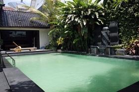 Kolam renang di Griya Yunika Yogyakarta