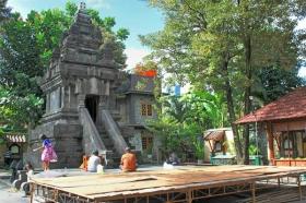 Candi Ganjuran menjadi salah satu tempat ziarah favorit di Yogyakarta bagi umat Kristiani