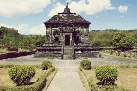 Dalam Bahasa Jawa, Banyunibo berarti air yang menetes