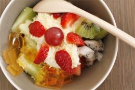 Salad buah dan keju
