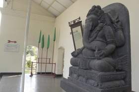 Arca Ganesha di Pintu Gerbang Pura Pakualaman