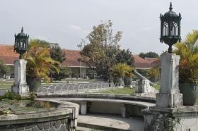 Hiasan Taman di Pura Pakualaman yang Bercorak Kolonial