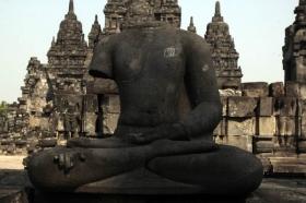 Salah Satu Arca Budha yang Terdapat di Candi Sewu
