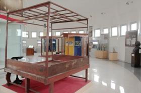 Tempat tidur Bung Karno saat diasingkan di Rengasdenglok, Jawa Barat
