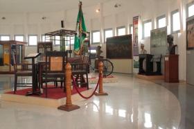 Meja dan kursi tamu yang digunakan Kapten Widodo saat bermarkas di Jetis Bajang, Bantul
