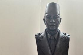 Patung pahlawan nasional