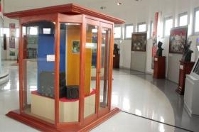 Koleksi Radio di museum Perjuangan