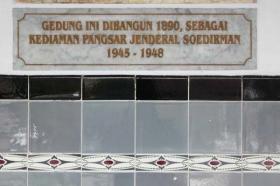 plakat tentang bangunan museum jenderal Soedirman