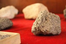 batuan mineral di museum Geoteknologi Mineral