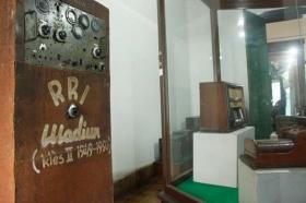 radio yang digunakan saat jaman perang