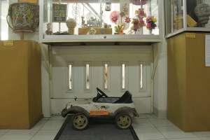 Mobil-mobilan dari kayu