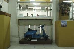 Mainan motor-motoran dari kayu