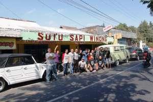 Tim Rebo Soto di warung Soto Sapi Winong