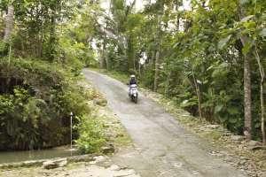 Jalanan menurun menuju Curug Banyunibo Jogja