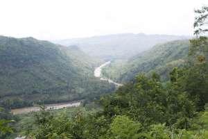 Pemandangan dari atas bukit di goa Jati Sari atau Seropan Tiga