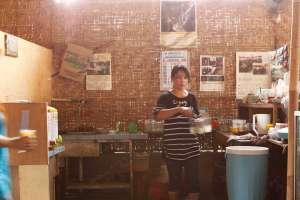 Suasana dapur di soto tahu kemasan