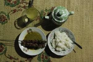 Siap menikmati santap malam di warung sate pak Zabidi