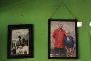 "Foto mbah Marto bersama si ""mak nyus"" Bondan Winarno"
