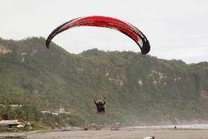 Kecepatan angin di pantai Parangendog pas buat olah raga ekstrem ini