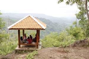 Fasilitas gazebo untuk tempat bincang-bincang santai