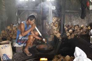 Proses memasak geplak dengan mencampur gula dan kelapa