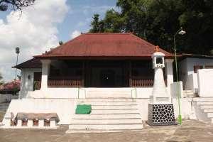 Masjid, sebagai salah satu unsur penting di makam Imogiri