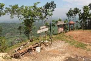 Papan penunjuk objek wisata Watu Amben