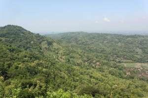 Pemandangan dari atas bukit objek wisata Watu Amben