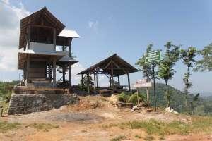 Warung di objek wisata Watu Amben