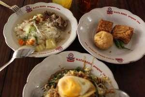 Sop dan pecel jadi menu andalan di SGPC Bu Wiryo