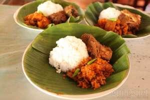 Menu gudeg krecek + ayam suwir khas rumah makan gudeg Yu Sum Yogyakarta