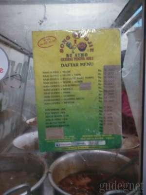 Daftar menu yang disajikan di Gudeg Song Djie Bu Atmo