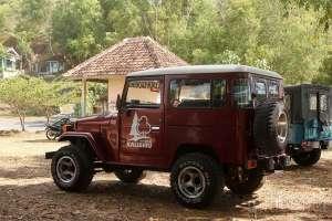 Di Waduk Sermo ada fasilitas jeep yang dapat mengantar kita ke wisata alam Kalibiru